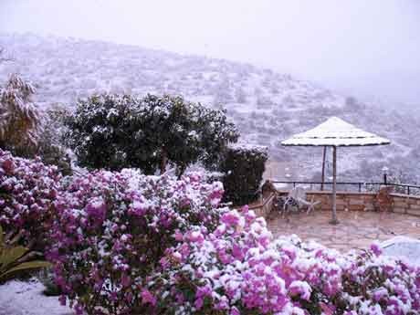 Kamares in the snow 1